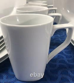 17 Piece Royal Worcester Neo Classic 2009 Dinnerware Set Made In China EUC