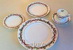 Lot 4 Royal Worcester HOLLY RIBBONS 5 pc SETTINGS From ENGLAND 20 Pcs Total