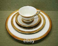 Rare! Royal Worcester Coronet 40 Pc / 5 Pc Place Setting Service For 8 Mint
