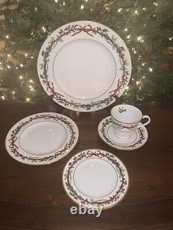 Royal Worcester Holly Ribbons 5-Pc Place Setting. Hard To Find! Made In England