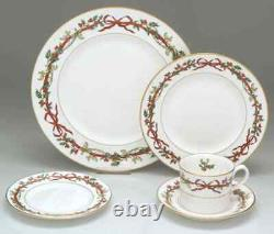 Royal Worcester Holly Ribbons 5 Piece Place Setting 6040847