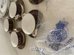 Royal Worcester Sandringham English Porcelain Cobalt 18 PCs. Set for 6