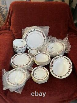 Royal worcester holly ribbons Christmas Dinnerware 9 Piece For 6 People Set